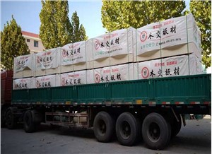 Loading of wooden cross packing plate