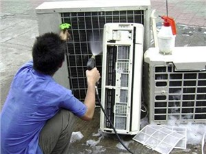 中央空调清洗时一定要找专业人员清洗吗