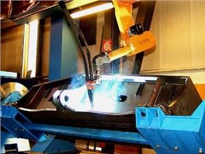 工業焊接機器人防護服在廠家的應用
