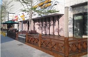 沧州防腐木花架应该怎样装修呢